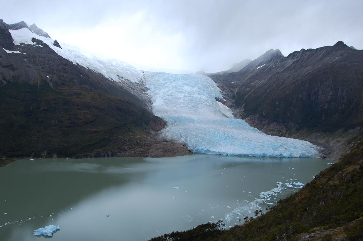 Holanda glacier and lake
