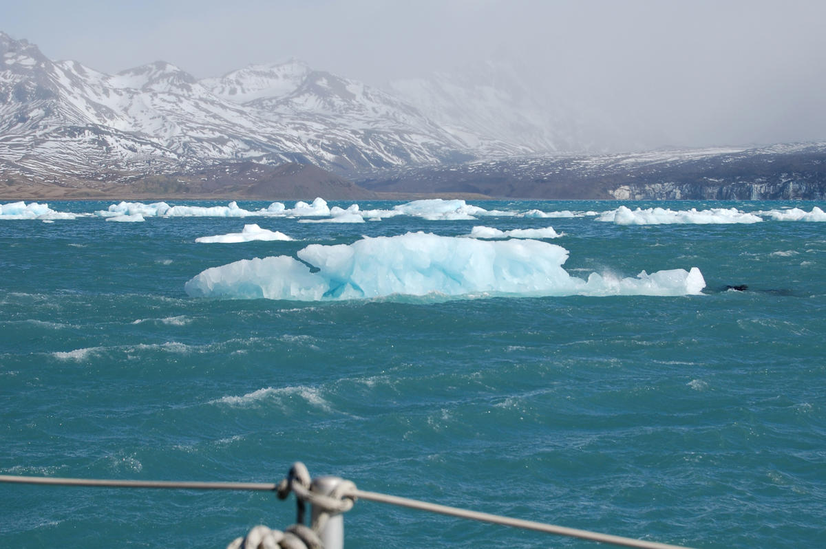 Bergs and wind